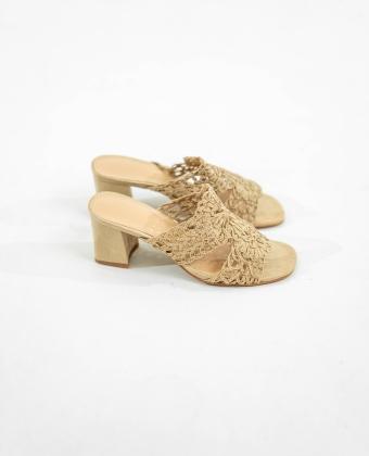 Sandália com tacão